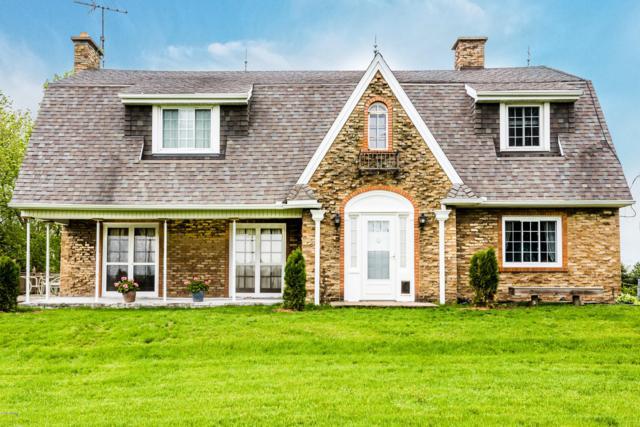 1310 Hillandale Road, Benton Harbor, MI 49022 (MLS #18050635) :: Deb Stevenson Group - Greenridge Realty