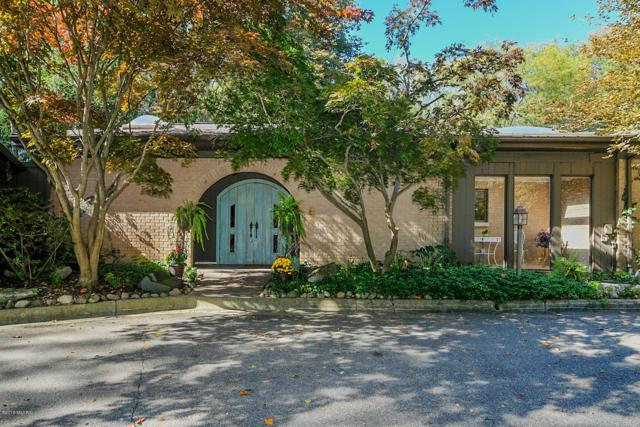 3900 Greenleaf Circle, Kalamazoo, MI 49008 (MLS #18051879) :: Matt Mulder Home Selling Team