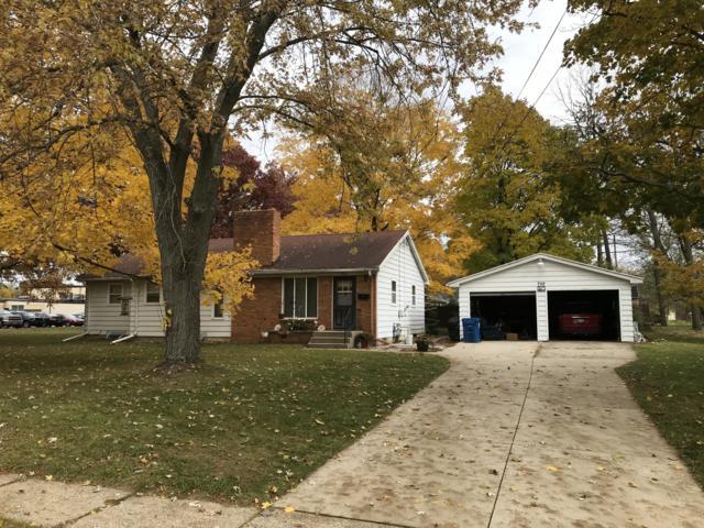 702 S Cedar Street, Greenville, MI 48838 (MLS #18053029) :: Deb Stevenson Group - Greenridge Realty