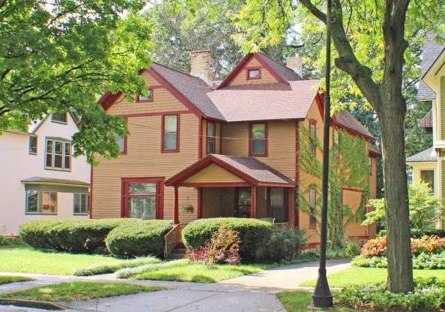 319 Paris Avenue SE, Grand Rapids, MI 49503 (MLS #18053298) :: JH Realty Partners