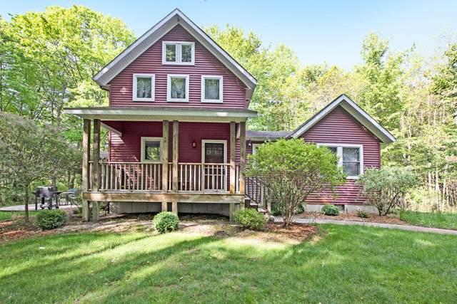 7054 Foster Lane, Fennville, MI 49408 (MLS #18053456) :: Matt Mulder Home Selling Team