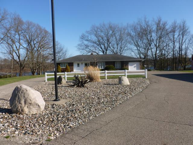 4929 Lakefront Drive, Delton, MI 49046 (MLS #18053939) :: Matt Mulder Home Selling Team