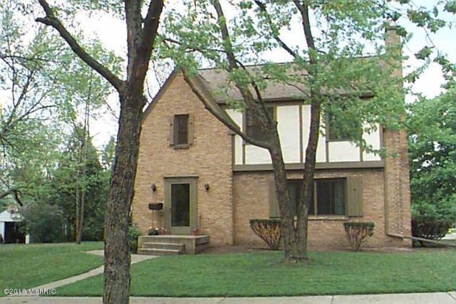 2517 Richards Drive SE, East Grand Rapids, MI 49506 (MLS #18054939) :: JH Realty Partners