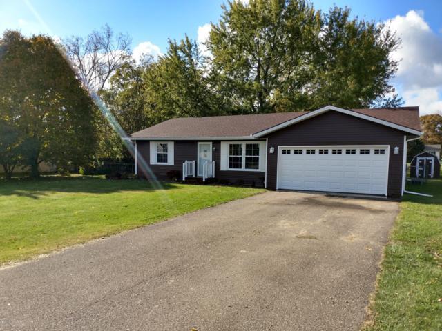 711 Western Avenue, Watervliet, MI 49098 (MLS #18055156) :: Deb Stevenson Group - Greenridge Realty