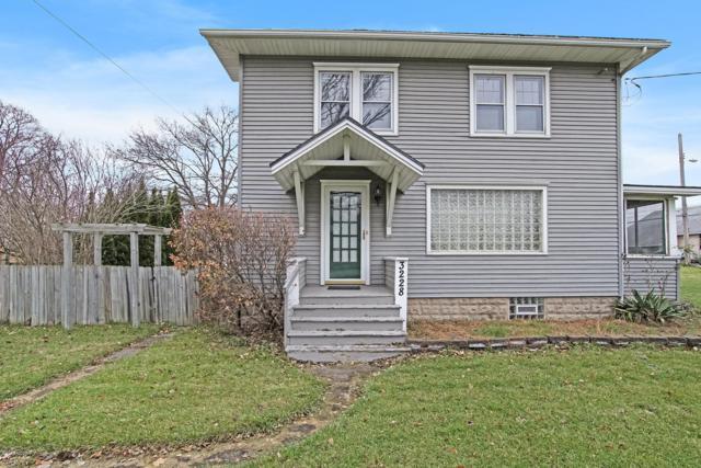 3228 W Willow Street, Lansing, MI 48917 (MLS #18056315) :: CENTURY 21 C. Howard
