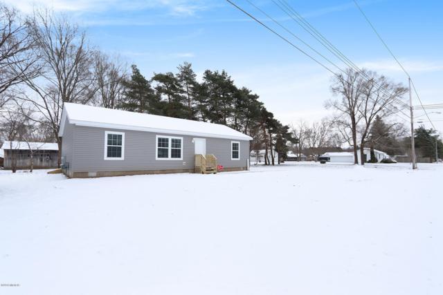 258 6th Street NE B, Cedar Springs, MI 49319 (MLS #18057559) :: Deb Stevenson Group - Greenridge Realty