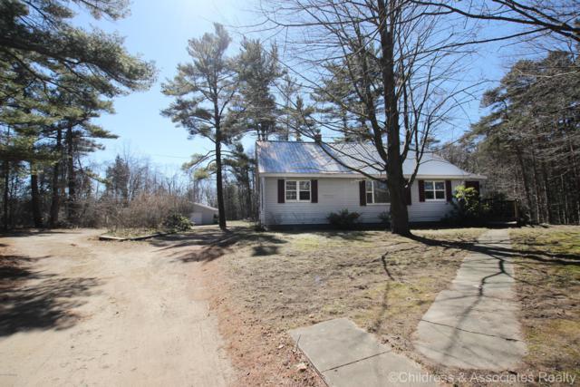 6916 121st Avenue, Fennville, MI 49408 (MLS #18057662) :: Matt Mulder Home Selling Team