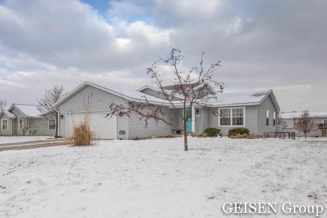 140 Pineview Drive, Belding, MI 48809 (MLS #18057756) :: Deb Stevenson Group - Greenridge Realty
