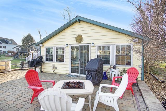 31472 S Lakeshore Drive, Dowagiac, MI 49047 (MLS #18058292) :: Matt Mulder Home Selling Team