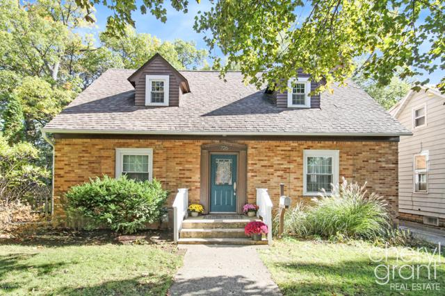 726 Rosewood Avenue SE, East Grand Rapids, MI 49506 (MLS #18058420) :: Matt Mulder Home Selling Team