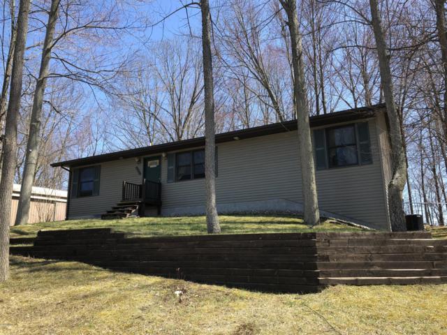 25965 Shore Drive, Lawton, MI 49065 (MLS #19000010) :: Matt Mulder Home Selling Team