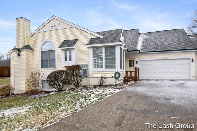 3335 Golfview Drive NW #38, Grand Rapids, MI 49544 (MLS #19000385) :: Matt Mulder Home Selling Team