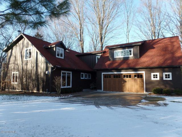 2114 Lakeshore Drive, Fennville, MI 49408 (MLS #19000609) :: Matt Mulder Home Selling Team