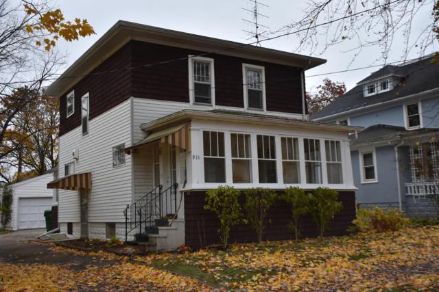 911 Oak Street, Niles, MI 49120 (MLS #19001490) :: Matt Mulder Home Selling Team