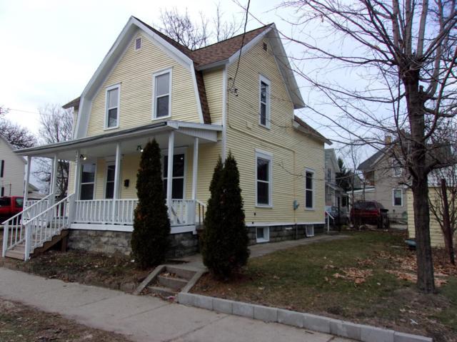 137 Elm Street SW, Grand Rapids, MI 49507 (MLS #19002093) :: Matt Mulder Home Selling Team
