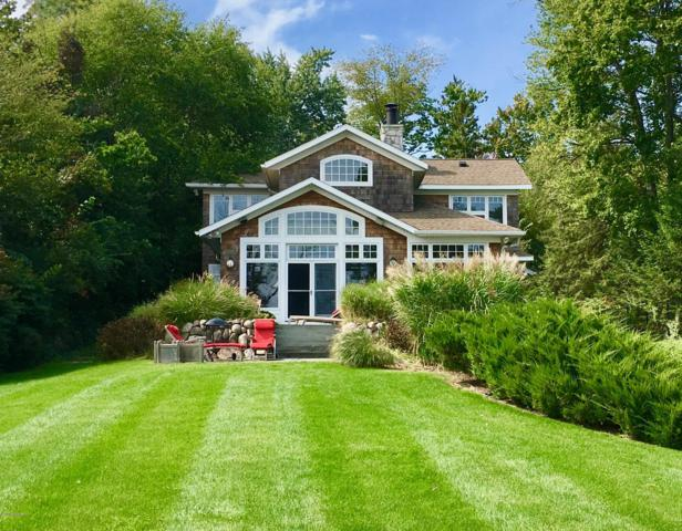 9550 W Gull Lake Drive, Richland, MI 49083 (MLS #19002111) :: Matt Mulder Home Selling Team