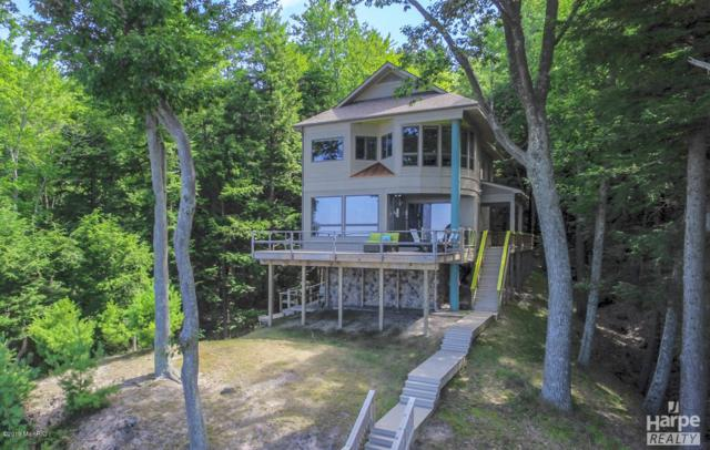 8711 N Perry Avenue, Pentwater, MI 49449 (MLS #19002464) :: Deb Stevenson Group - Greenridge Realty