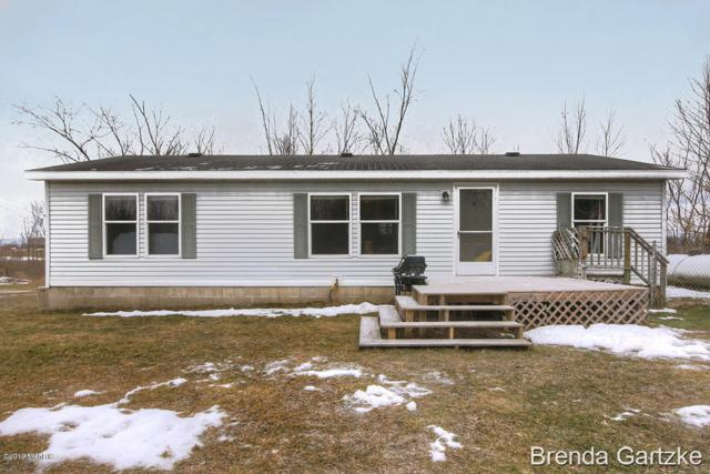 8158 N Bailey Road, Howard City, MI 49329 (MLS #19004364) :: Deb Stevenson Group - Greenridge Realty