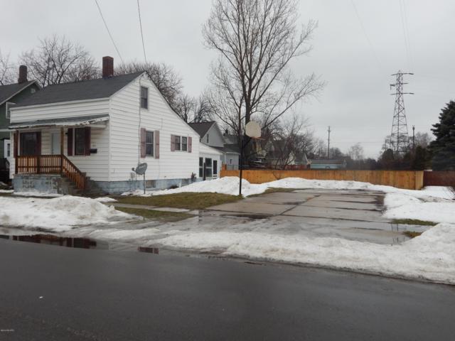 186 Tenth Street, Manistee, MI 49660 (MLS #19004506) :: Deb Stevenson Group - Greenridge Realty