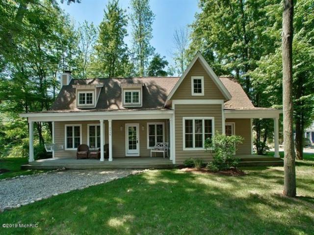 9948 Cottage Lane, Union Pier, MI 49129 (MLS #19004951) :: JH Realty Partners