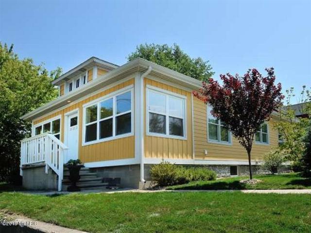 403 E Buffalo Street, New Buffalo, MI 49117 (MLS #19006194) :: Matt Mulder Home Selling Team
