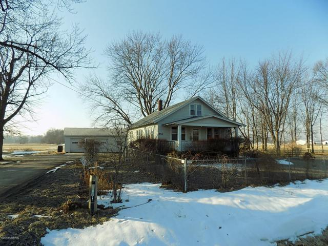 652 W Hinchman Road, Baroda, MI 49101 (MLS #19006342) :: CENTURY 21 C. Howard