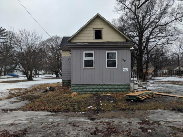 3237 Hoyt Street, Muskegon Heights, MI 49444 (MLS #19008590) :: Deb Stevenson Group - Greenridge Realty