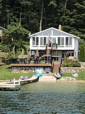 1687 Lake Avenue, Holton, MI 49425 (MLS #19008639) :: Matt Mulder Home Selling Team
