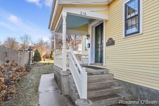 216 College SE #2, Grand Rapids, MI 49503 (MLS #19009171) :: JH Realty Partners
