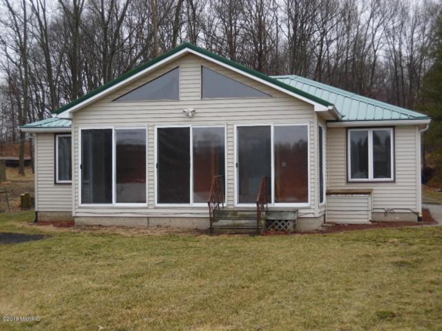 16759 Chain Lake Street, Cassopolis, MI 49031 (MLS #19009386) :: Deb Stevenson Group - Greenridge Realty