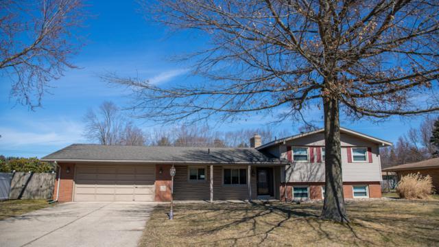 1391 N Manor Drive, St. Joseph, MI 49085 (MLS #19010551) :: Deb Stevenson Group - Greenridge Realty