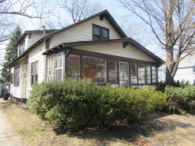 3017 Sanford Street, Muskegon Heights, MI 49444 (MLS #19011645) :: JH Realty Partners