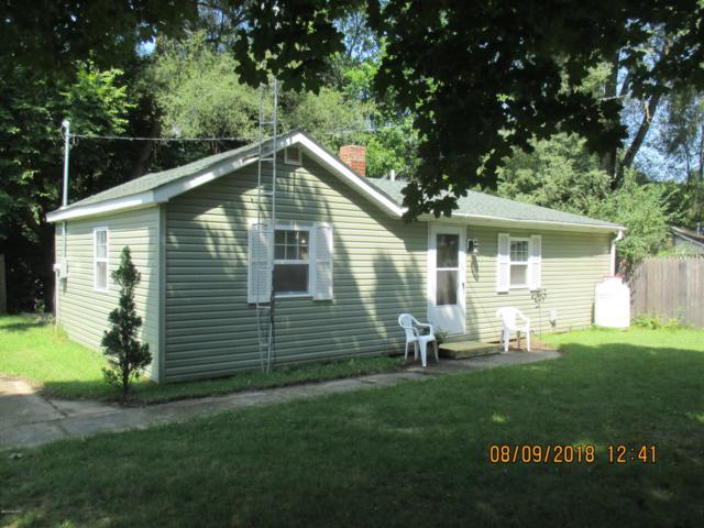 4152 S Pleasant Drive, Hillsdale, MI 49242 (MLS #19012111) :: Deb Stevenson Group - Greenridge Realty