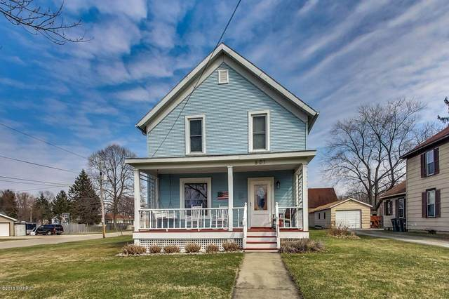 601 S Elm Street, Three Oaks, MI 49128 (MLS #19012224) :: Deb Stevenson Group - Greenridge Realty