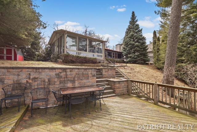 9555 S Peninsula Drive, Grant, MI 49327 (MLS #19012502) :: Matt Mulder Home Selling Team
