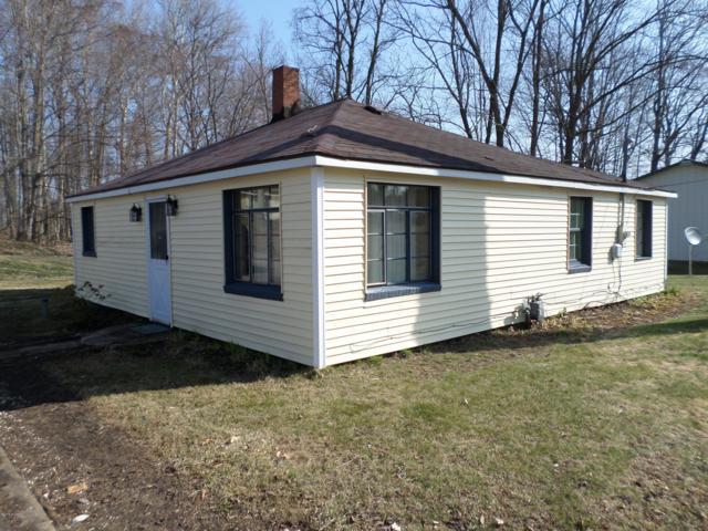 4905 Central Avenue, Watervliet, MI 49098 (MLS #19012995) :: Matt Mulder Home Selling Team