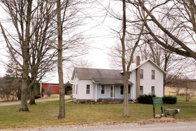 3135 W Dowling Road, Delton, MI 49046 (MLS #19013958) :: Deb Stevenson Group - Greenridge Realty