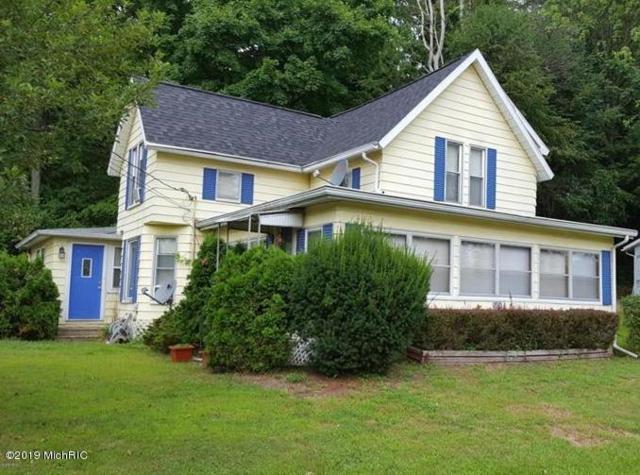 5454 N Watervliet Road, Watervliet, MI 49098 (MLS #19014026) :: Matt Mulder Home Selling Team