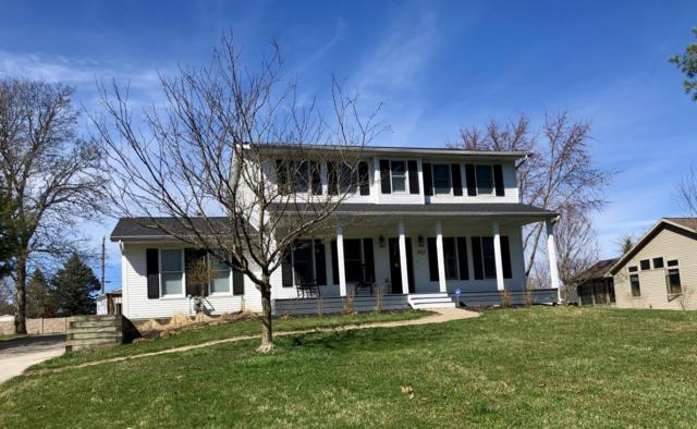 301 E Indiana Avenue, Three Oaks, MI 49128 (MLS #19014597) :: Deb Stevenson Group - Greenridge Realty