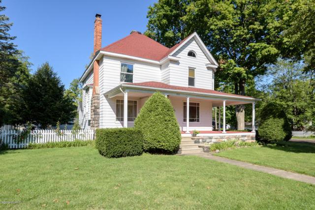 302 S Michigan Avenue, Vicksburg, MI 49097 (MLS #19015061) :: Matt Mulder Home Selling Team