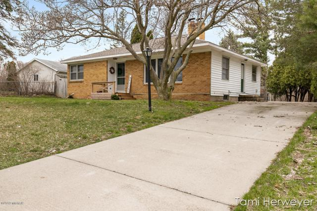 4421 W Grand Boulevard NW, Walker, MI 49534 (MLS #19015126) :: Deb Stevenson Group - Greenridge Realty