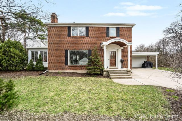 2300 Hall Street SE, East Grand Rapids, MI 49506 (MLS #19015137) :: Matt Mulder Home Selling Team