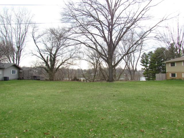 2444 Riverbend Drive, Benton Harbor, MI 49022 (MLS #19015267) :: Matt Mulder Home Selling Team