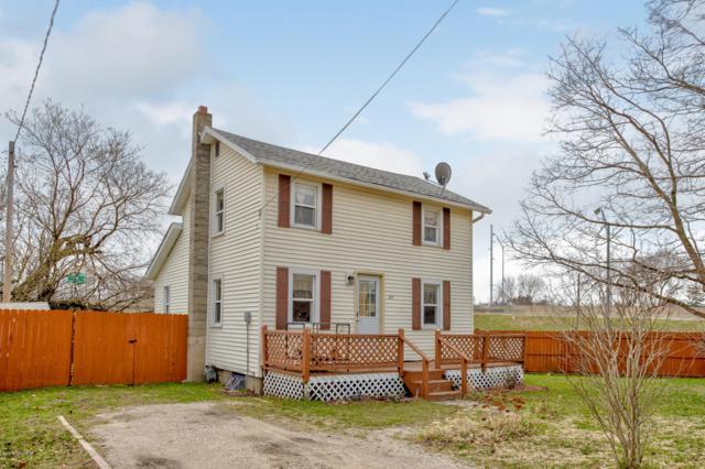 211 4th Street, Spring Lake, MI 49456 (MLS #19015290) :: Matt Mulder Home Selling Team