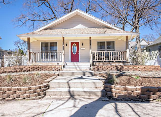 908 Wayne Street, St. Joseph, MI 49085 (MLS #19015730) :: Matt Mulder Home Selling Team