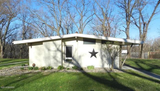 5312 Puetz Road, Stevensville, MI 49127 (MLS #19015743) :: Deb Stevenson Group - Greenridge Realty