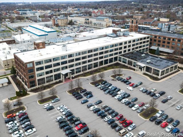 801 Broadway Avenue NW #438, Grand Rapids, MI 49504 (MLS #19015924) :: Matt Mulder Home Selling Team