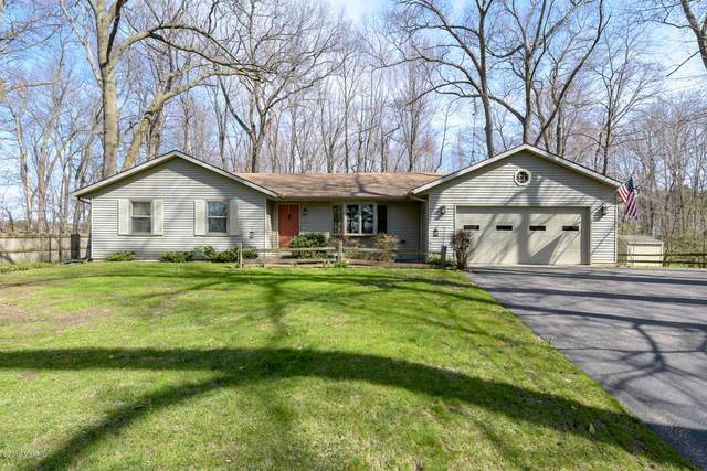 5858 Manorwood Drive, Kalamazoo, MI 49009 (MLS #19015947) :: CENTURY 21 C. Howard