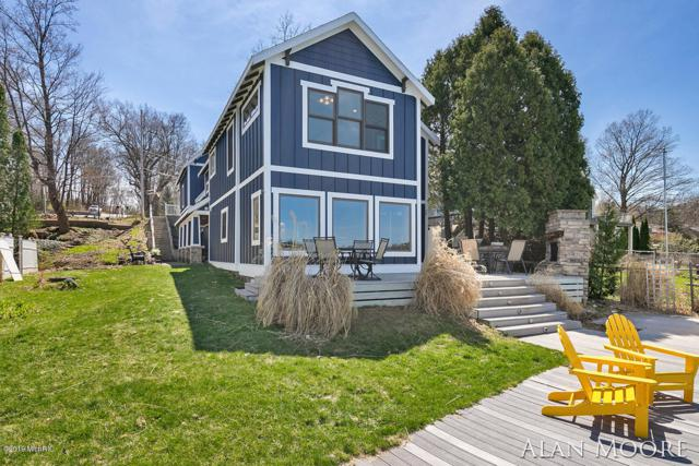 8369 Je Ne Be Drive NE, Rockford, MI 49341 (MLS #19016872) :: Matt Mulder Home Selling Team