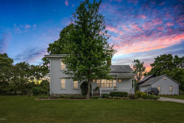 925 Flat River Drive SE, Lowell, MI 49331 (MLS #19017716) :: Matt Mulder Home Selling Team